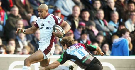 Try time: Varndell beats Andy Gomarsall on his way to his second try