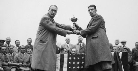 1929: Ryder hands the cup to Duncan