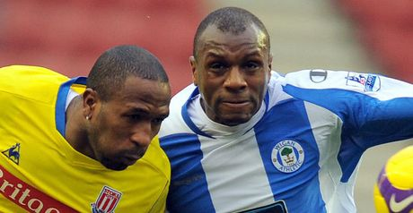 Stalemate: Ricardo Fuller and Emmerson Boyce do battle in the draw.