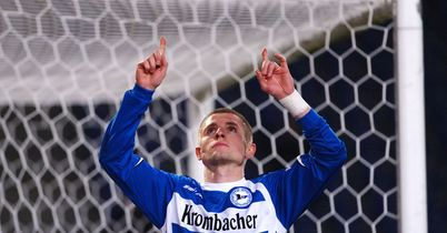 Hertha re-sign Pole