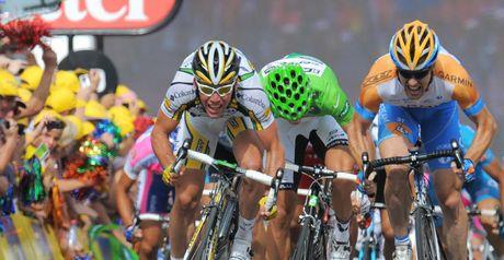 Cavendish: left sprint rivals trailing in his wake