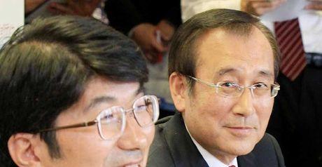 Bid: Mayors Taue (l) and Akiba