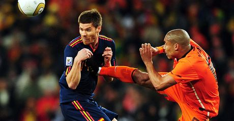 De Jong: Slams into Xabi Alonso
