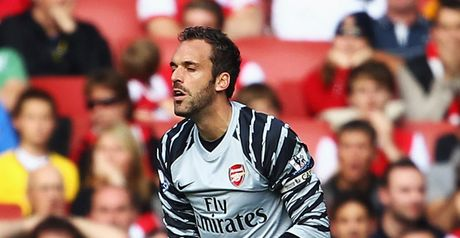Manuel Almunia: Arsenal goalkeeper wants to stay in London next season