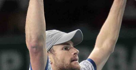 Roddick: Wins through