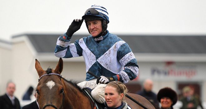 Oscar Whisky eased to victory in the Welsh Champion Hurdle.