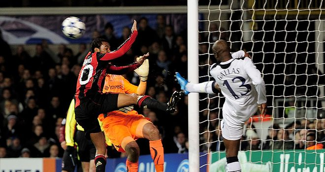 Gallas hooks off the line