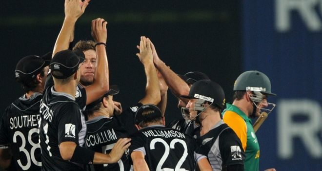 New Zealand celebrate the wicket of Smith in Mirpur