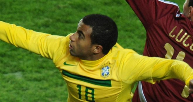 Lucas Moura: Focused on Brazil until the Olympics are over