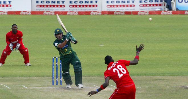 Umar Akmal cuts loose for Pakistan against Zimbabwe