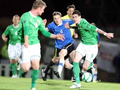 Alexsandr Dmitrijev tangles with Kyle Lafferty.