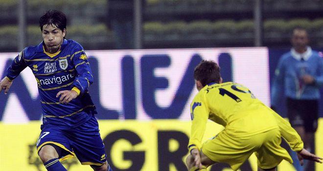 Jaime Valdes and Jorginho Hellas battle during Verona's win over Parma