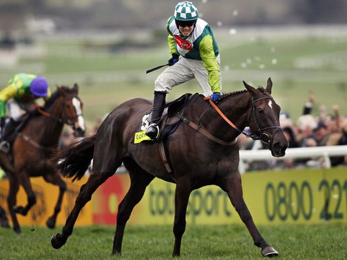 Denman wins the 2008 Cheltenham Gold Cup