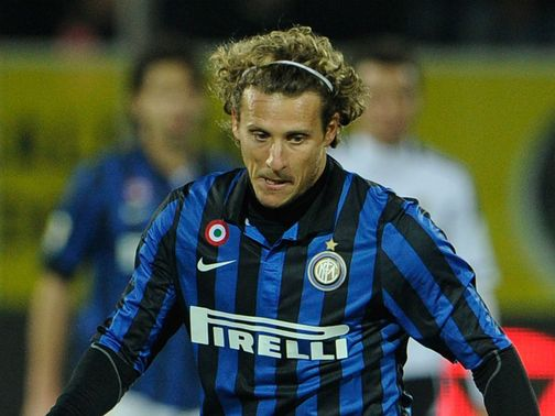 Forlan: Could stay at Inter
