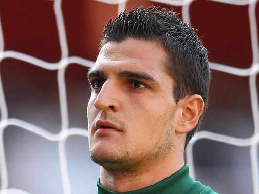 Vito Mannone: Not looking to leave