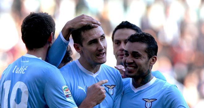 Miroslav Klose: Experienced striker scored two late goals as Lazio won 3-0 at Chievo Verona
