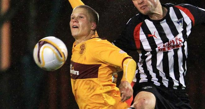 Henrik Ojamaa: Striker has signed a two-and-a-half year deal with Motherwell