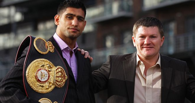 Amir Khan (L) & Ricky Hatton: A fight between the pair for a world title would be massive
