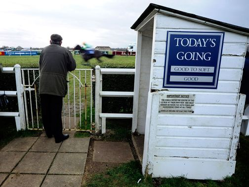 Wincanton: Racing goes ahead
