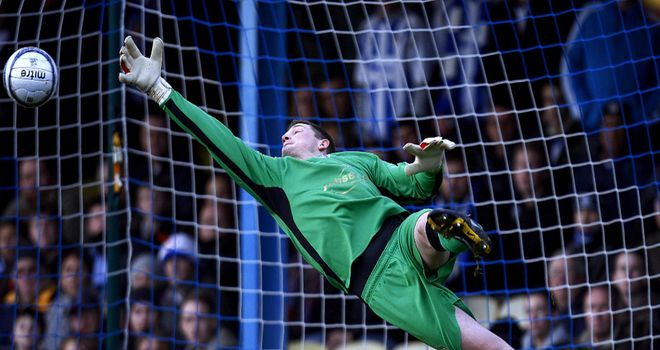 Ben Williams: Goalkeeper has signed a two-year contract at Hibernian after leaving Colchester