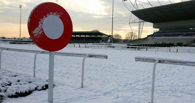 More snow has reached Cheltenham racecourse