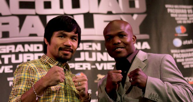 Pacquiao (left) poses with Bradley at the press conference