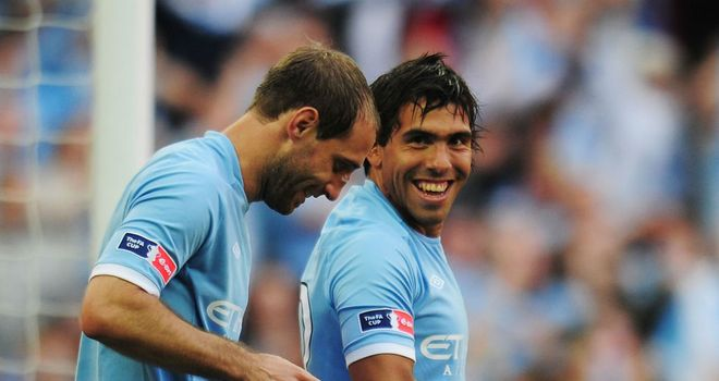 Pablo Zabaleta (L) would welcome Carlos Tevez (R) back into the Manchester City squad