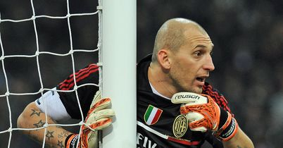 Christian Abbiati: Extends stay with Milan
