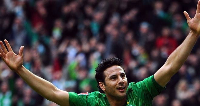 Claudio Pizarro: Is not set to leave the Werder Bremen in the summer, according to general manager Klaus Allofs