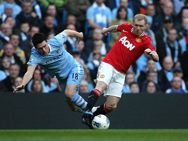 Gareth Barry and Paul Scholes tussle for possession