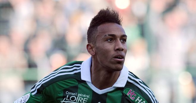 Pierre-Emerick Aubameyang: Claims contact from both Manchester clubs