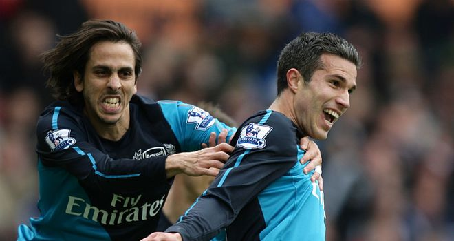 Yossi Benayoun: On-loan midfielder expects striker Robin van Persie to stay at Arsenal
