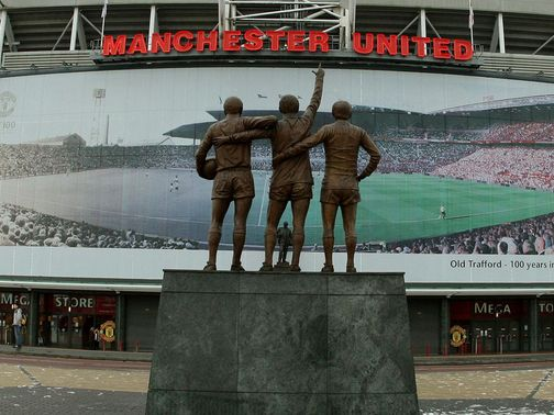 Manchester United: Income fall
