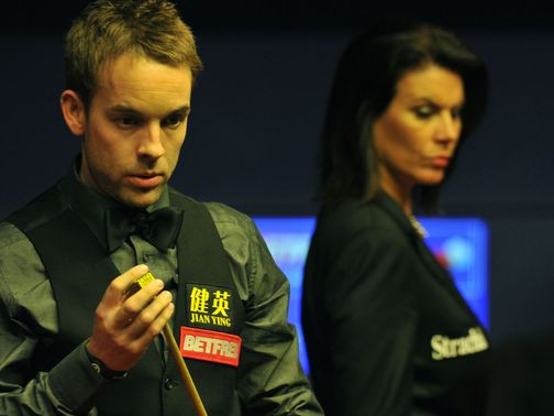 Ali Carter: Through to the last eight