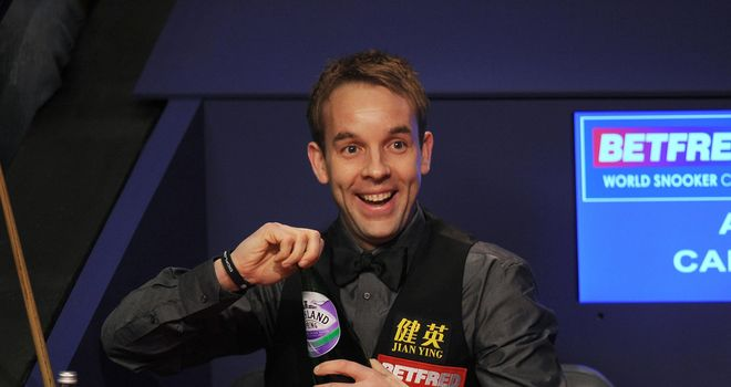 Ali Carter: Narrow lead after first session