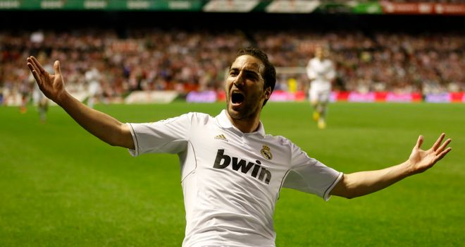 Gonzalo Higuain: Looking forward to game against Manchester United
