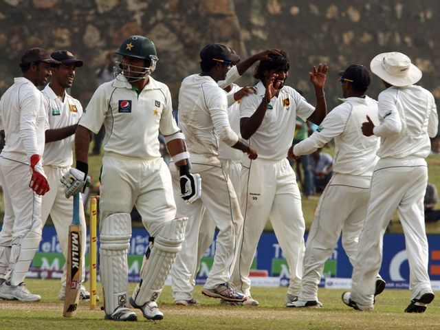 Sri Lanka celebrate another Pakistan wicket