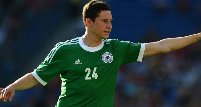 Julian Draxler: Schalke defender ruled out for four weeks with broken arm