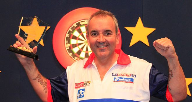 Phil Taylor celebrates (pic: Carsten Arlt, PDC Europe)