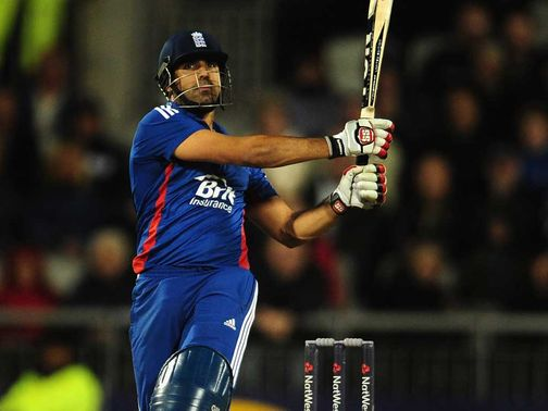 Bopara hits out in his unbeaten 52