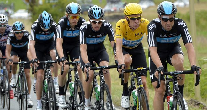 Bernhard Eisel drives the pace at the Tour de France