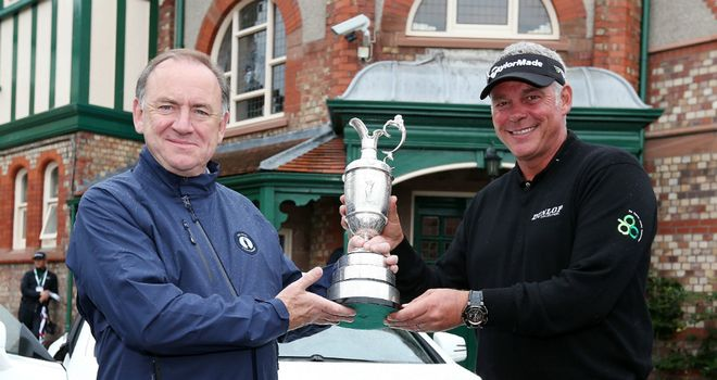 Claret Jug: R&A chief executive Peter Dawson (left) and Open champion Darren Clarke pose at Lytham