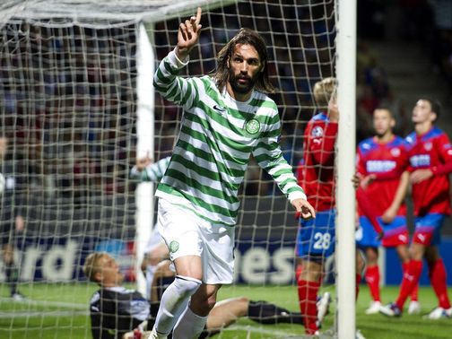 Samaras celebrates his goal for Celtic