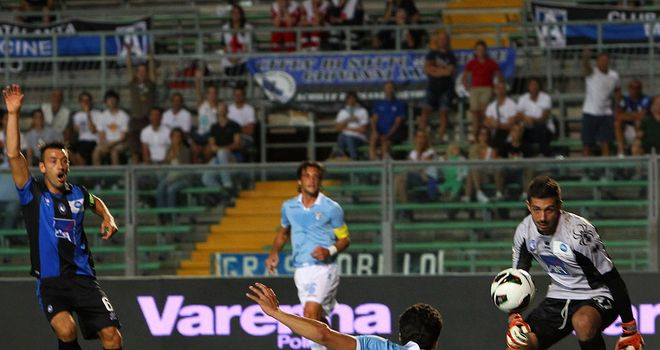 Hernanes slots home the winning goal