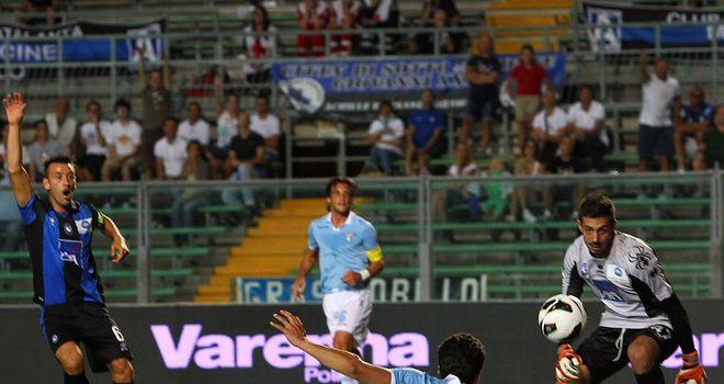 Hernanes slots home the winning goal