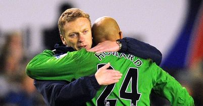 Tim Howard: Wants Everton to sort out David Moyes' contract