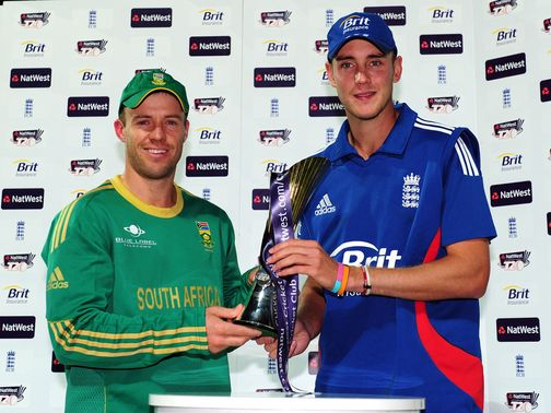 AB de Villiers and Stuart Broad share the trophy