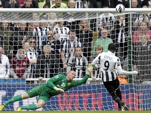 Papiss Cisse misses from the penalty spot