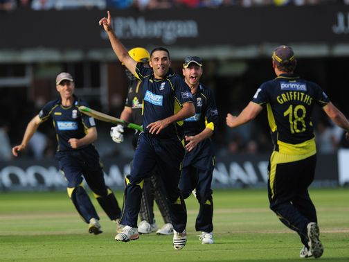 Hampshire celebrate against Warwickshire