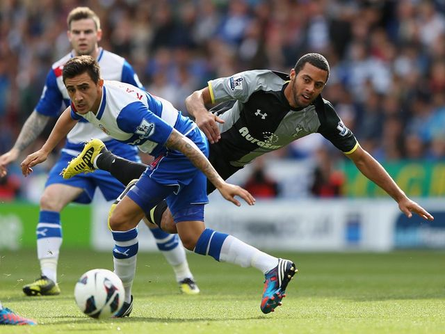 Mousa Dembele tangles with Jem Karacan